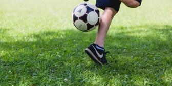 Un jugador evita el gol de su propio equipo en una insólita jugada