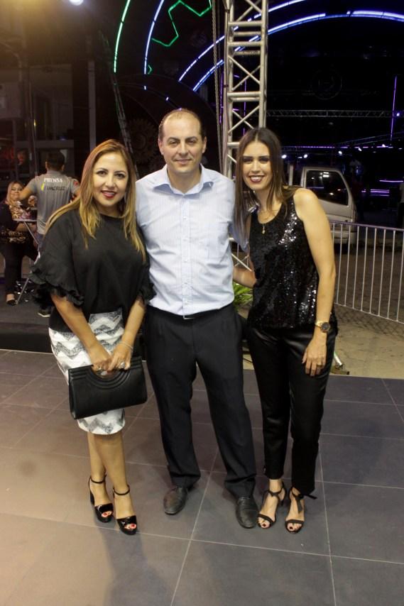 Silvia Antezana, Esteban Soruco, gerente automotriz y Verórina Schutt