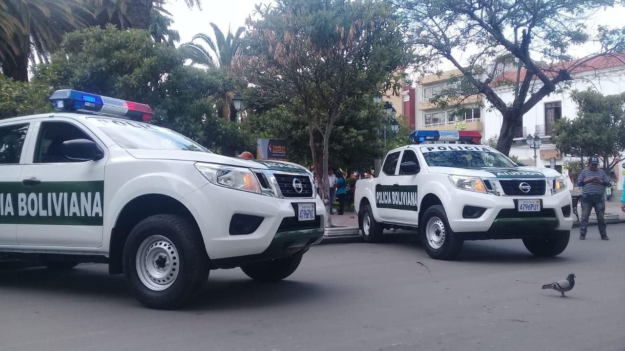 Gobernación entrega dos camionetas nuevas a la policía departamental de Tarija