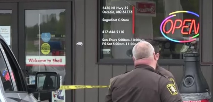 Cuando la policía llegó a la gasolinera de Osceola, creyó que era un caso de homicidio y suicidio.