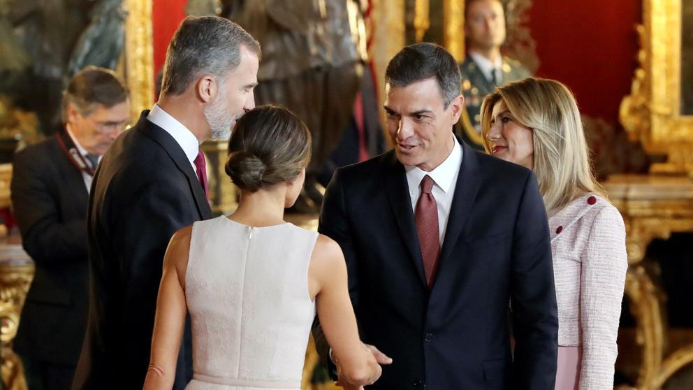 El bochornoso comportamiento de Sánchez y su mujer en plena recepción real