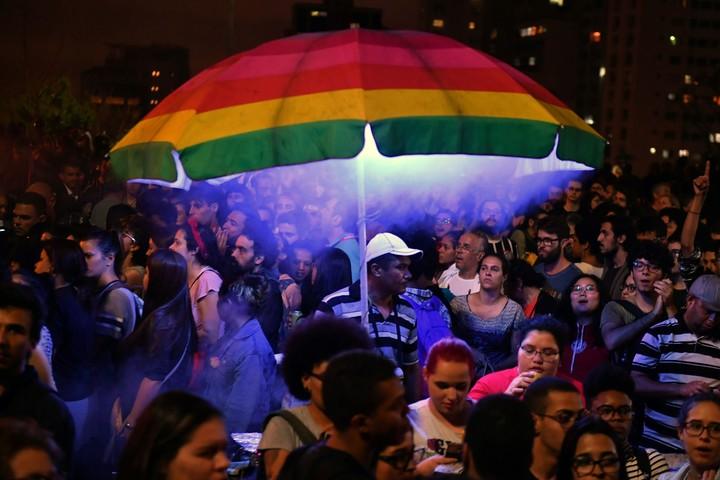 Esta semana la comunidad LGBT, junto a otros grupos sociales y políticos, protestaron contra la candidatura del ultraderechista Jair Bolsonaro. (AFP)