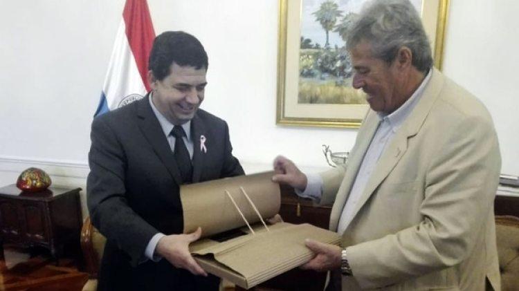 El vicepresidente paraguayo Hugo Velázquez, junto a Enrique Antía