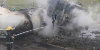 Una cisterna vuelca y termina en llamas en el ingreso a Montero