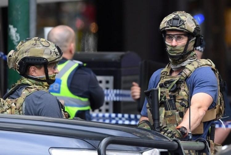 Fuerzas de seguridad australianas en el lugar del hecho (AAP/James Ross/via REUTERS)