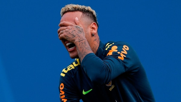 Neymar cobra 375 mil euros por aplaudir a su afición
