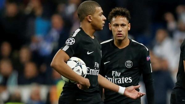 Neymar recibe un insólito pago por aplaudirle a su público