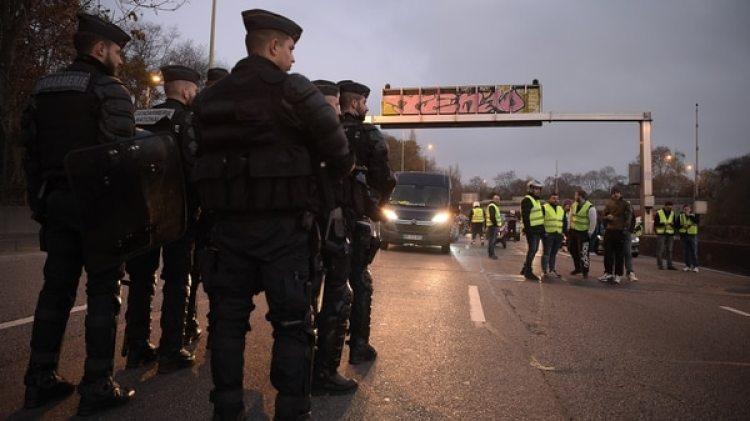Se cortaron vías, gasolineras y peajes (AFP)