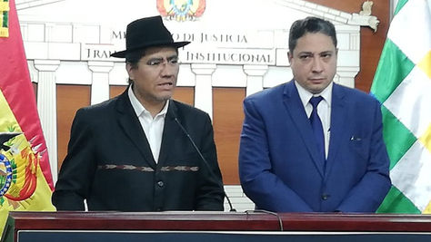 El canciller Diego Pary y el ministro de Justicia Héctor Arce en la conferencia de hoy sobre el informe de EEUU.