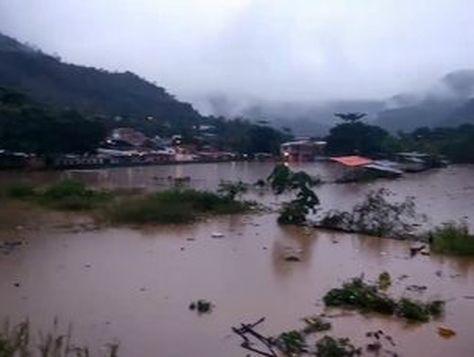 La inundación enTipuani por efecto de las lluvias y la riada