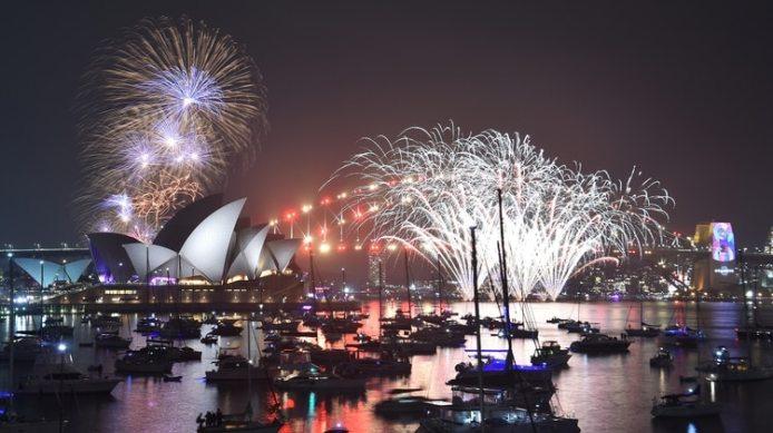 """La Opera House fue iluminada desde temprano en el """"show para los niños""""(AFP)"""