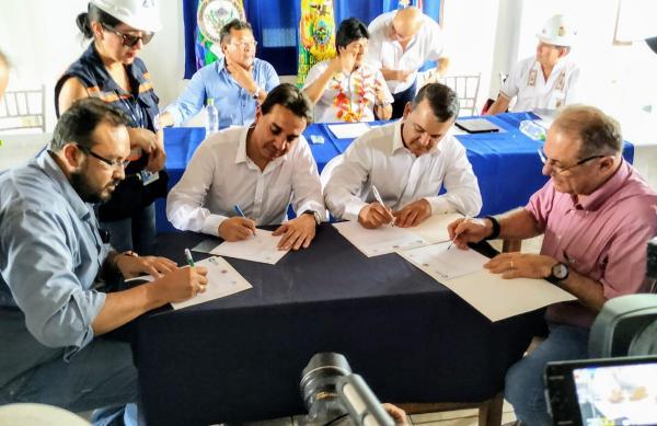 Gobierno y empresarios firman alianza para el desarrollo de Puerto Bush