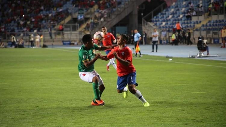 De comer de la basura a jugar en la Selección de Bolivia: la historia de Joel Fernández, lateral de Boca