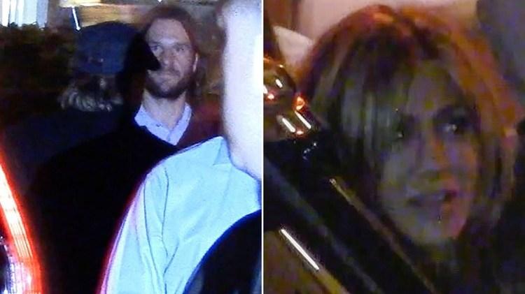 Brad Pitt ingresando a la fiesta de Jennifer Aniston