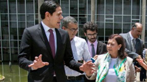 Lester Toledo junto a María Teresa Belandria, en Brasilia.