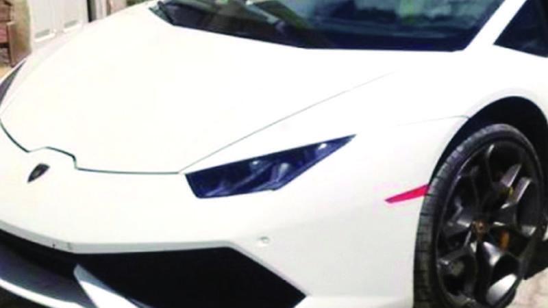 El dueño del Lamborghini obtuvo al menos dos contratos con el Estado