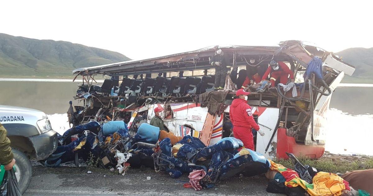 Al menos 20 personas mueren tras choque en la carretera Potosí- Oruro