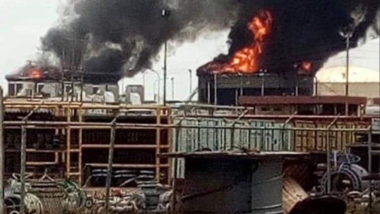 Explotan dos tanques en instalaciones petroleras en Venezuela