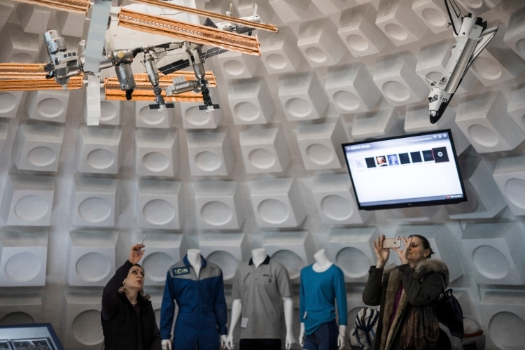 Una sala del cosmódromo dedicada a la Estación Espacial Internacional. (Maxim Babenko/The New York Times)