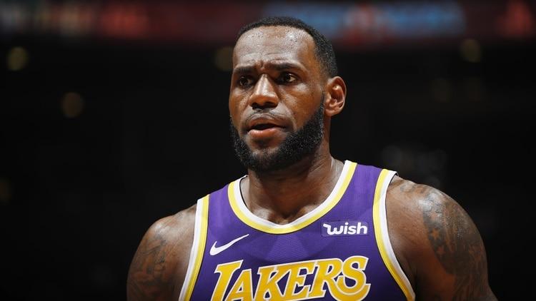 LeBron James, pese a sus 29 puntos, 4 rebotes, 6 asistencias y 1 robo no pudo evitar la derrota de Los Angeles Lakers ante los Toronto Raptors (Getty Images/AFP)
