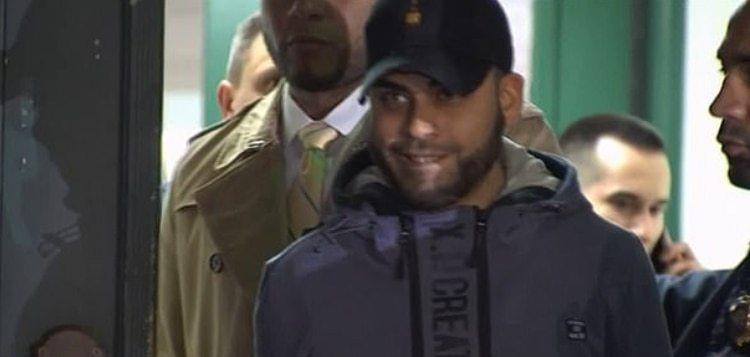 Así sonreía Christian Rodríguez a la salida de la comisaría, donde le interrogaron por la muerte de su bebé de un mes (Foto: captura de pantalla video NBC News)