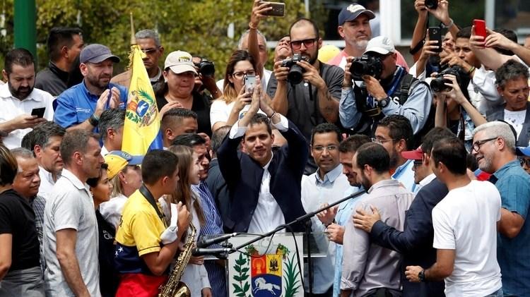 El líder de la oposición venezolana Juan Guaido, a quien muchas naciones han reconocido como el legítimo gobernante interino del país, reacciona durante un mitin celebrado por sus partidarios contra el gobierno del presidente venezolano Nicolás Maduro en Caracas, Venezuela, 4 de marzo de 2019 (Reuters)
