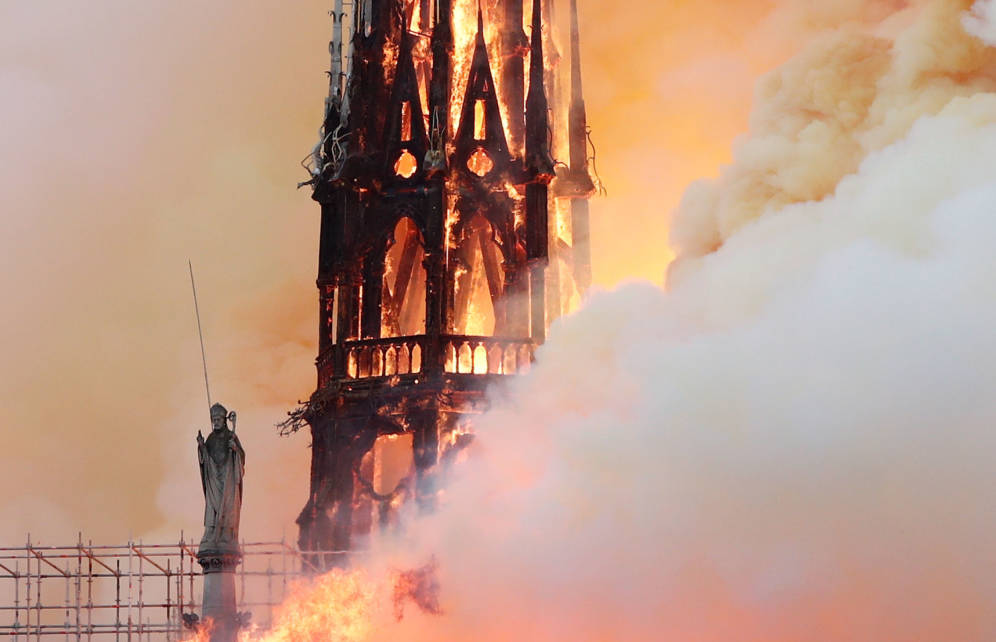Foto: Incendio en la catedral de Notre Dame de París. (Reuters)