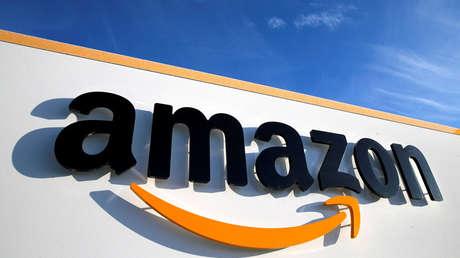 Logotipo de Amazon en uno de sus centros logísticos situado en Boves (Francia), el 19 de enero de 2019.