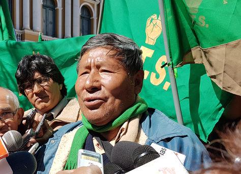 El exmasista Román Loayza en declaraciones a los medios. Foto: La Razón
