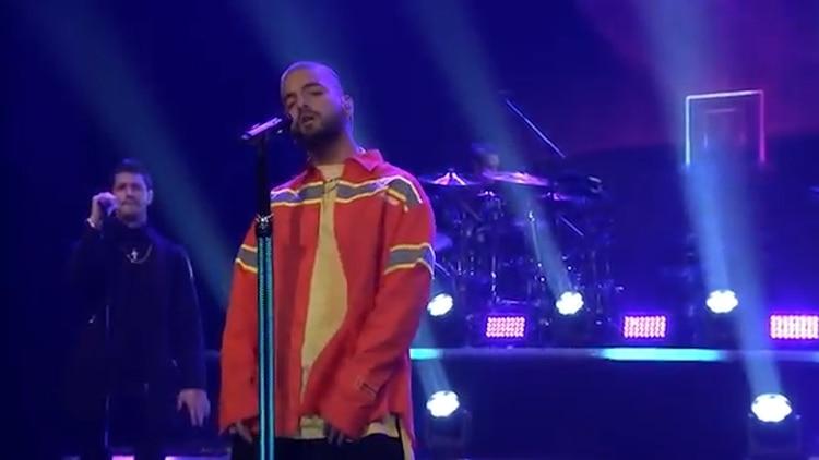 """El intérprete de """"Felices los 4"""" respondió entre risas: """"Tienes que — Necesito que me ayudes con eso… Justin Timberlake"""". (Foto: captura de pantalla)"""
