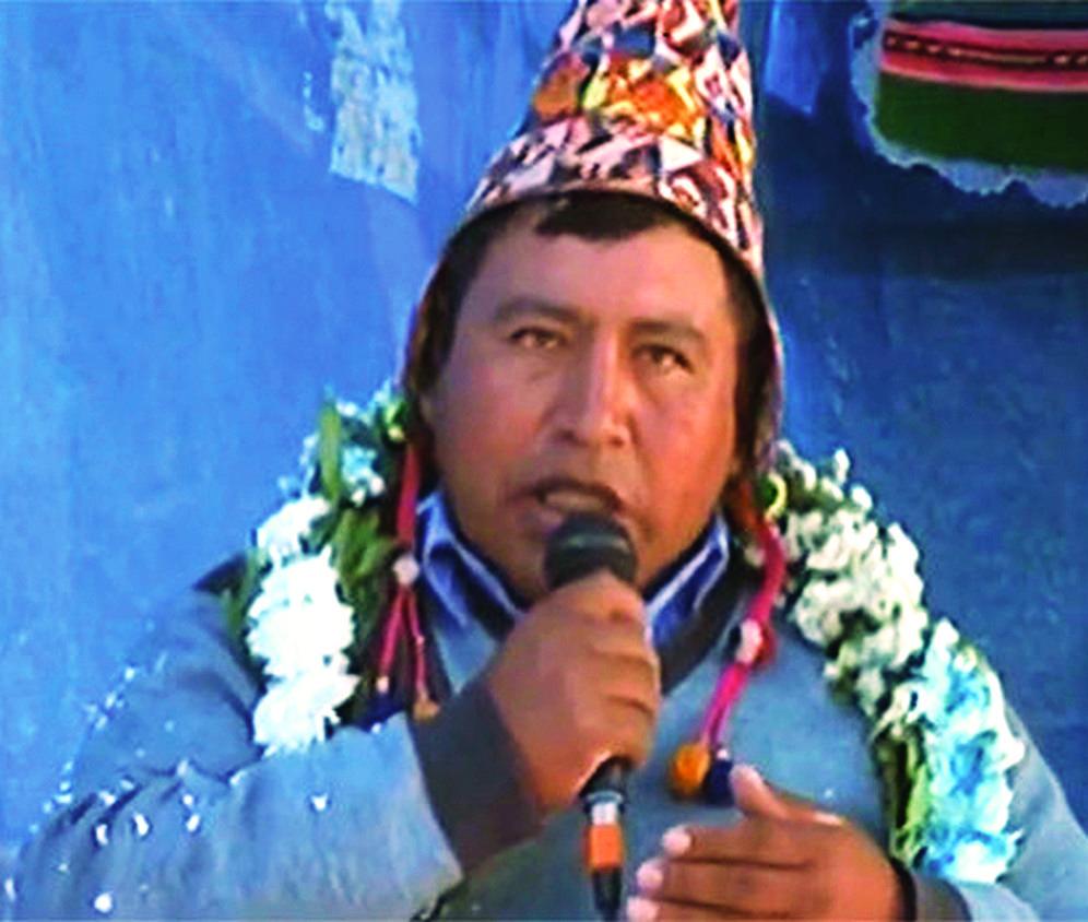 """Un dirigente le promete a Evo 100% de los votos en su región y termina gritando """"Mueran lo…"""