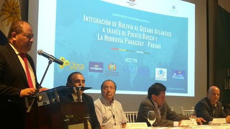 Romero (i) en la clausura de la Conferencia Internacional sobre Integración de Bolivia al Atlántico a través de Puerto Busch y la Hidrovía.