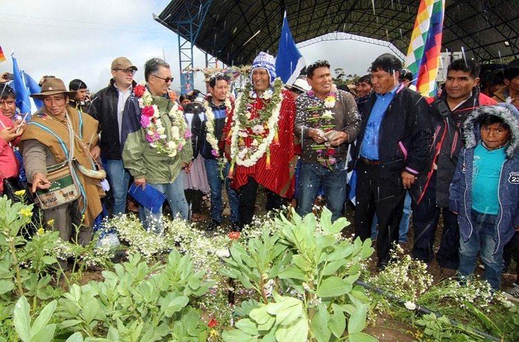 El alcalde de Colomi, que amenazó con enterrar vivos a los opositores, junto a Evo Morales