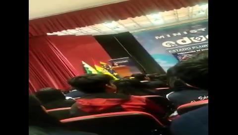 Estudiante a asambleísta: ¿Por qué quiere que todos los jóvenes seamos masistas?