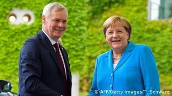 Este es el tercer episodio de espasmos que sufre Merkel en público. (AFP/Getty Images/T. Schwarz)