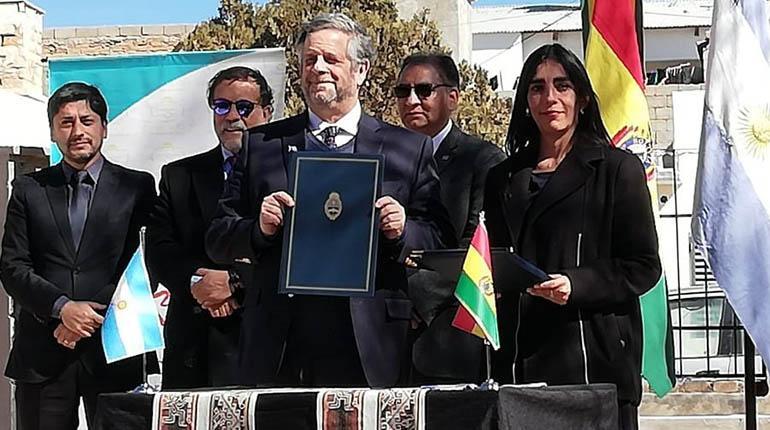 Bolivia firma convenio con Argentina en cooperación sanitaria