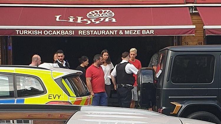 Kolasinac enfrentó a hombres armados que intentaron robar la camioneta de Ozil