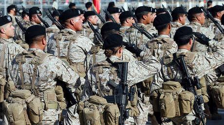 Soldados del Ejército de Chile marchan durante un desfile militar el 19 de septiembre de 2016.