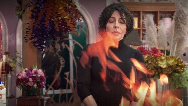 Verónica Castro no quiso participar solo con voz en off, como se lo ofrecieron (Foto: Netflix)