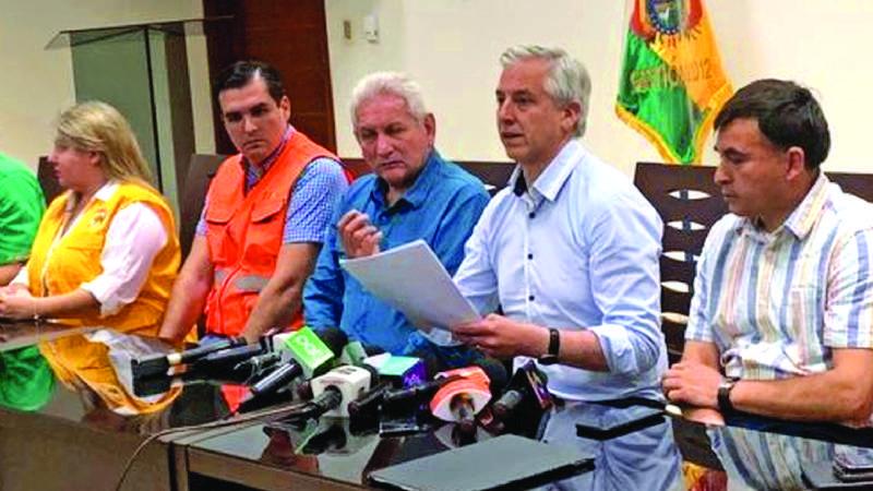Por tercera vez el Vice es blanco de críticas por sus cálculos; «gaffes» repercuten en prensa internacional: Bayly lo «destroza»