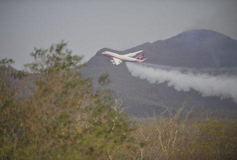 El Supertanker en labores para sofocar el incendio en la Chiquitanía. Foto: APG