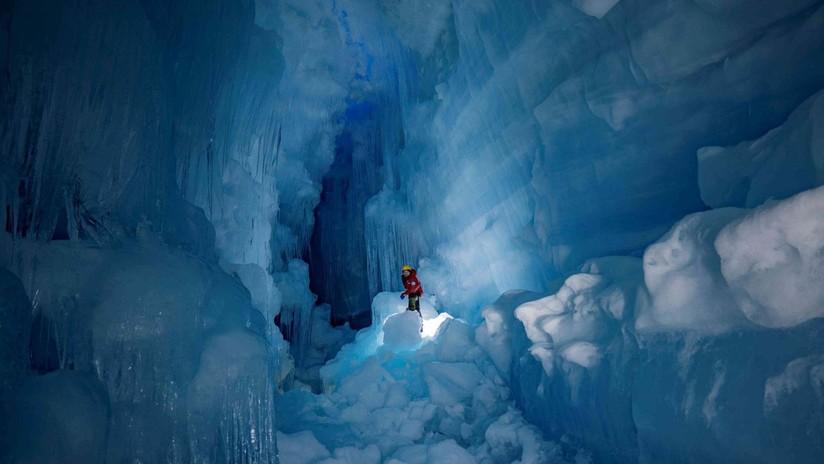FOTOS: Reencuentran en la Antártida una gigantesca cueva