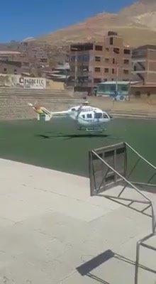 La televisión estatal cortó la transmisión del cierre de campaña y Evo salió en helicóptero de Potosí