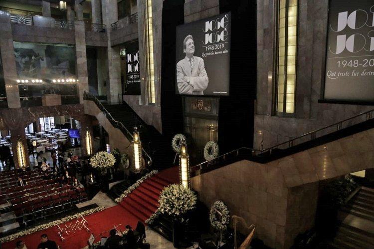 José José fue despedido por sus familiares, amigos y seguidores en el Palacio de Bellas Artes. (Foto: Infobae México)