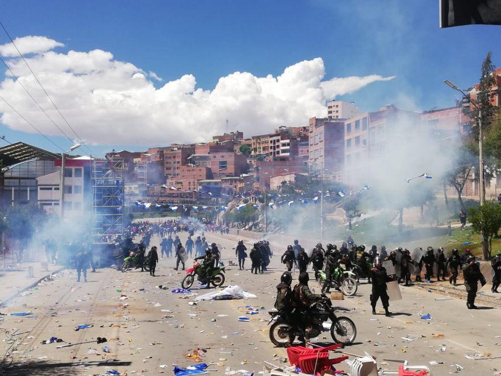 Graves incidentes en cierre de campaña de Evo en Potosí, vea las imágenes