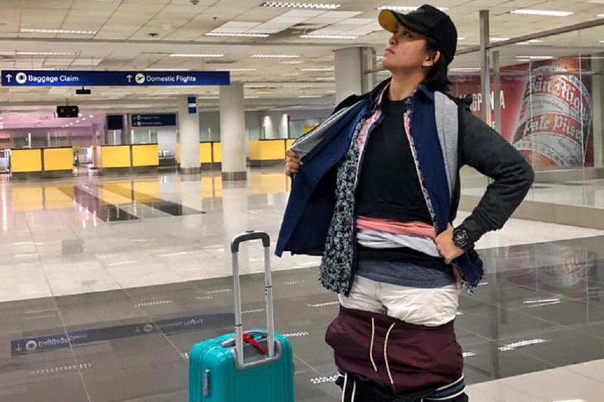 Pasajera de avión evita pagar exceso de equipaje con estrategia que da la vuelta al mundo. (Facebook | Gel Rodríguez)