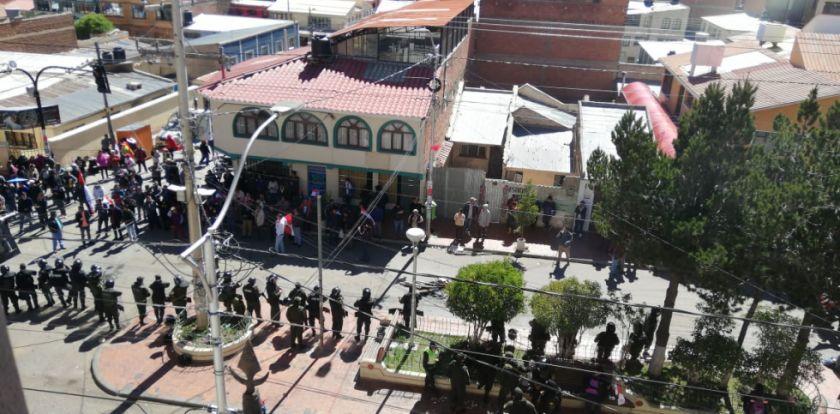 Protesta amaneció en afueras del TED de Potosí