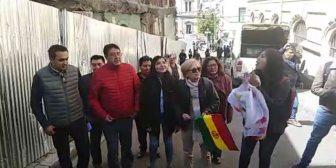 Ver video Asambleístas llegan hasta UTOP en…