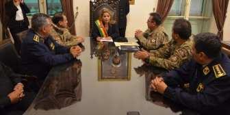 Jeanine Añez sostiene su primera reunión con el Alto Mando Militar… Jeanine Añez sostiene su primera reunión con el Alto Mando…