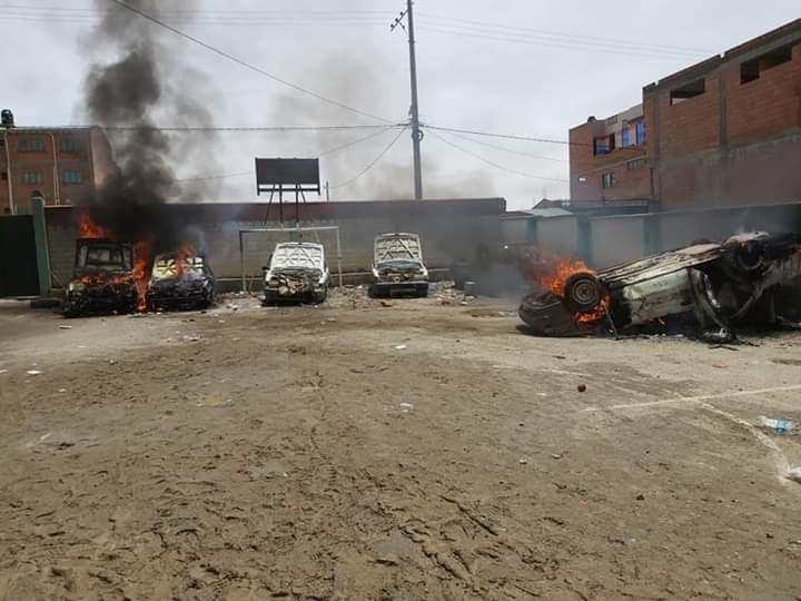 Así quedaron las trancas de Uni y San Roque tras ser quemadas por personas afines al MAS - eju.tv